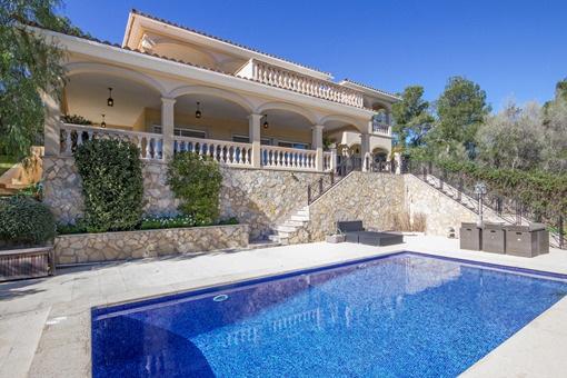Große Villa mit schönem Meerblick in zentraler Lage von Palmanova