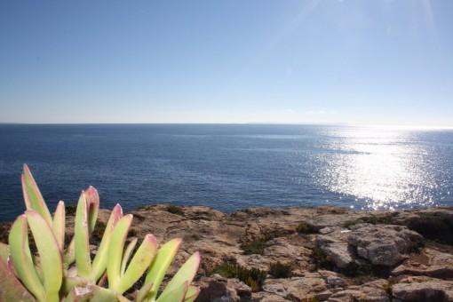 Traumgrundstück direkt an den spektakulären Klippen von Vallgonera