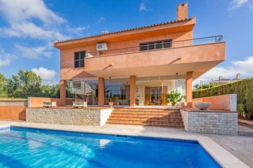 Mallorquinische Villa in 2. Meereslinie in Bahia Azul