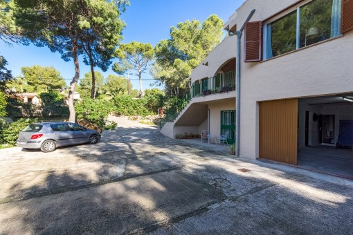 Garage der Villa