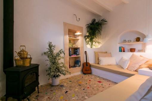 Liebevoll restauriertes Stadthaus, komplett ausgestattet mit Lizenz zur Vermietung und Blick über Alaró