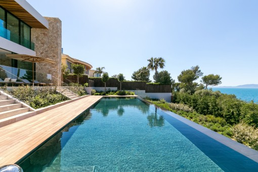 Alternative Ansicht des schönen Poolbereichs