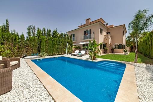 Wunderschöne Doppelhaushälfte mit großem Pool in Puig de Ros