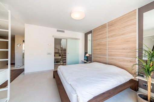Gemütliches Schlafzimmer mit Badezimmer en Suite