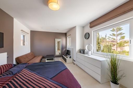 Großzügiges schlafzimmer