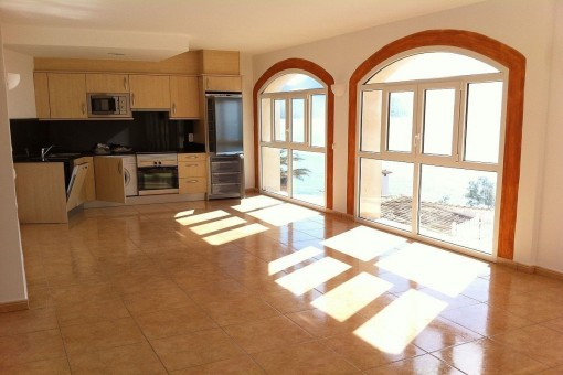 Offenes Wohnzimmer und Küche