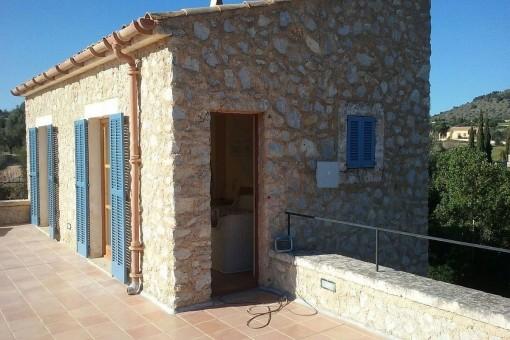 Zugang zur oberen, sonnigen Terrasse