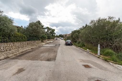 Straßenansicht des Grundstücks