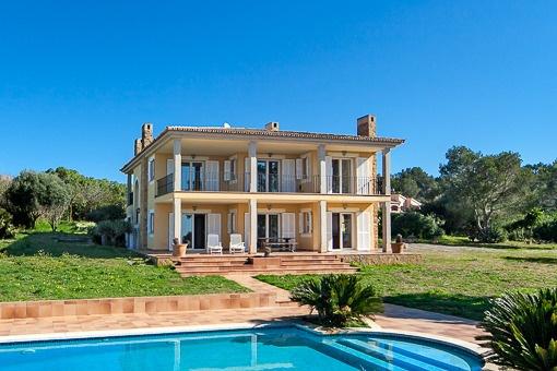 Charmante Villa mit Pool und spektakulärem Panoramablick auf die Bucht von Palma, in Puntiro