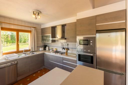 Moderne und schöne Küche