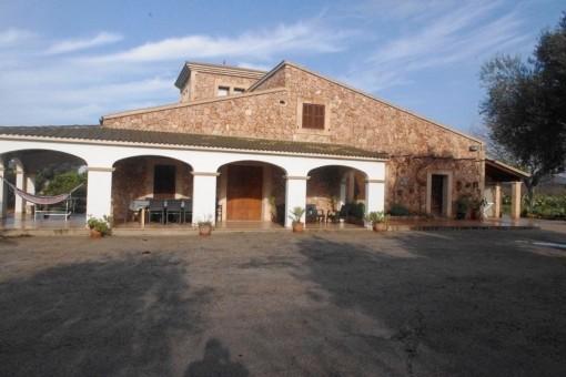 Traumhafte Finca mit eigenem Tennisplatz in Llucmajor