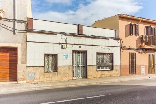 Renovierungsbedürftiges und ausbaufähiges Reihenhaus in zentraler Lage in Portixol