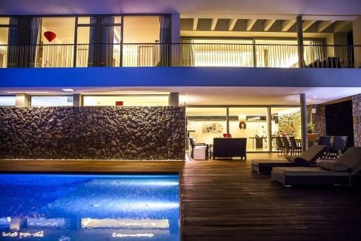 Sehr exklusive Villa mit spezieller Beleuchtung