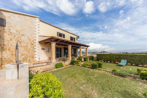 Gepflegte Finca in erhöhter Lage und Panoramablick auf das Umland von Muro und Alcúdia