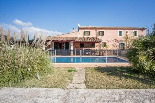 Tolles, altes Haus im mallorquinischen Stil mit Pool und mediterranem Garten in Secar de la Real
