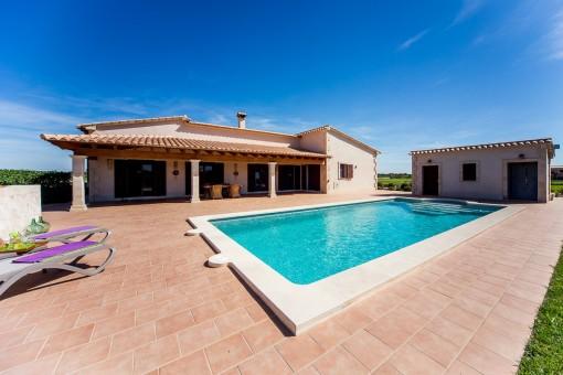 Landhaus mit Aussicht auf einem großen Grundstück mit Pool in Porreres