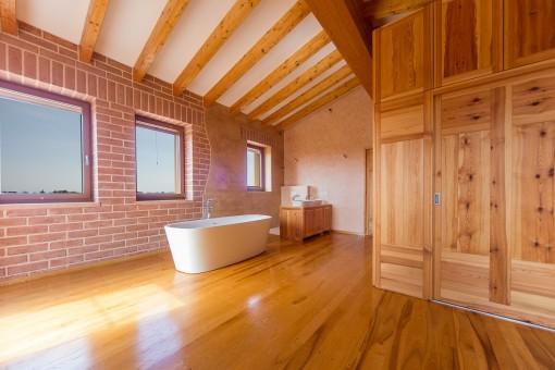 Alternative Ansicht vom Badezimmer im ersten Stock