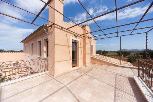 Terrasse im oberen Stock