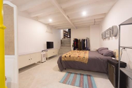 Großzügiger Schlafbereich mit Doppelbett