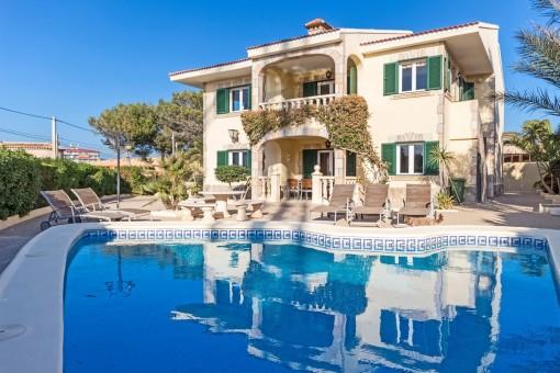 Herrliche Villa mit Blick auf die Malgratinseln und Port Adriano