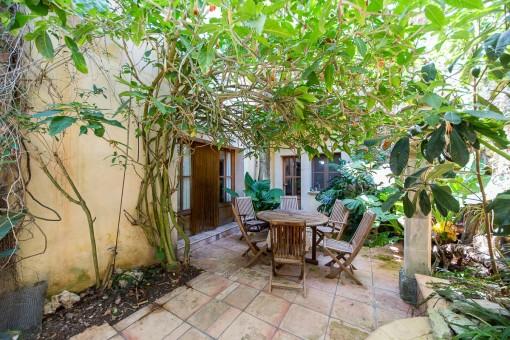 Grosses Stadthaus mit Garage und Garten im Herzen von Sineu