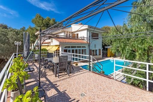 Villa mit vielen Gestaltungsmöglichkeiten in ruhiger Lage in Bendinat