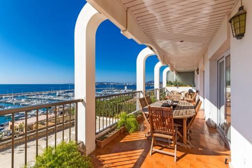 Luxuriöses Apartment in 1. Meereslinie mit fantastischem Meer- und Hafenblick