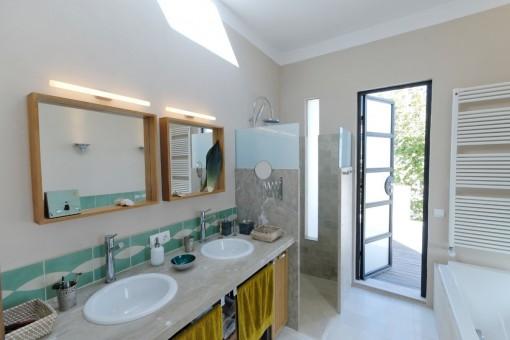 Badezimmer mit Panoramafenster