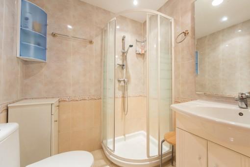 sch ne kleine wohnung in einer wohnanlage mit pool zentral am paseo maritimo kaufen. Black Bedroom Furniture Sets. Home Design Ideas