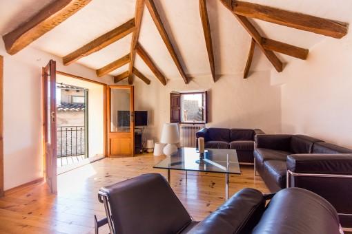 Mit authentischen Holzböden sowie mit seinen wunderschönen Deckenbalken