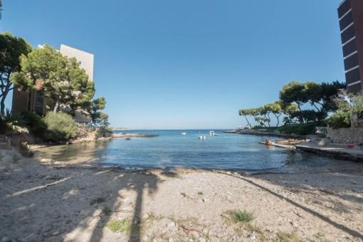 Direkter Zugang zu einem idyllischen Strand
