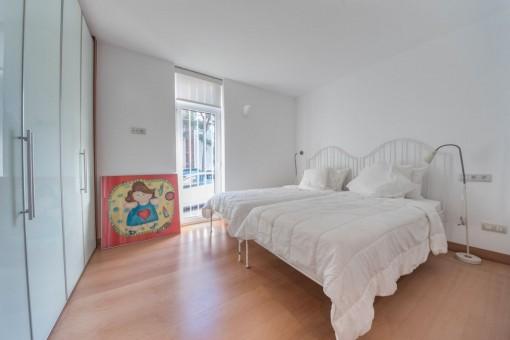 Zweites Schlafzimmer mit Einbauschrank