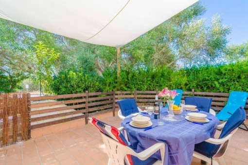 Private Terrasse mit Sonnensegel