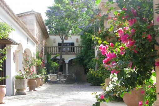 Das Anwesen bietet zahlreiche Terrassen