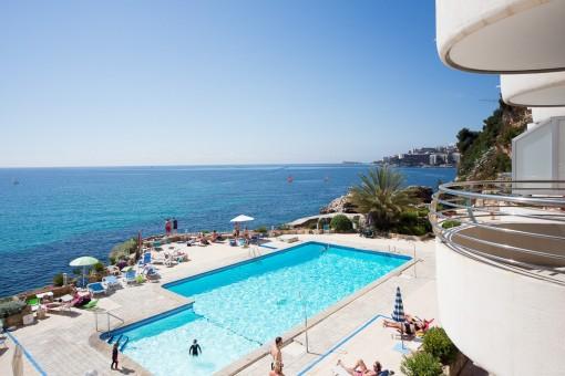 Vistas a la piscina desde el balcón