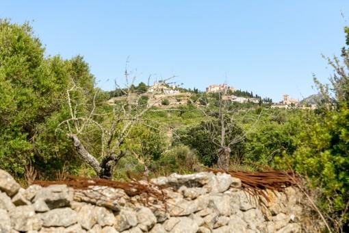 Großes Grundstück mit Projekt und Rohbau Nähe Arta
