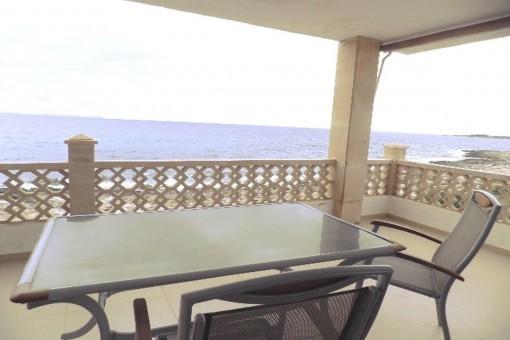 Komplett renovierte Wohnung in erster Meereslinie in Sa Rápita