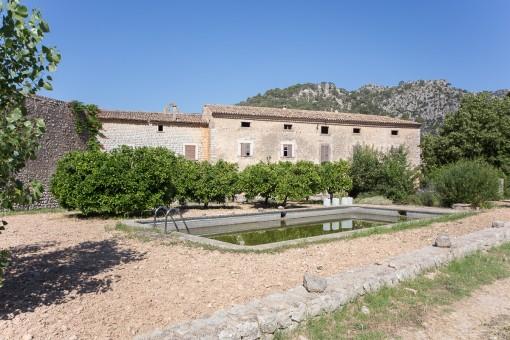 Traumhaftes, reformbedürftiges Anwesen in einmaliger Lage in Alaró