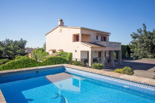 Einfamilienhaus mit pool  Wunderschönes Einfamilienhaus mit Pool und toller Aussicht in Sa ...