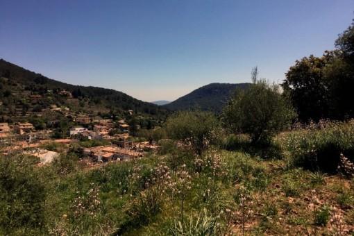 Baugrundstück mit Panoramablick auf das Dorf in Esporles