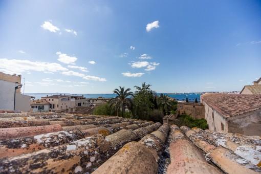 Blick auf das Mittelmeer von der Dachterrasse aus