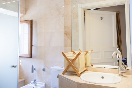 Badezimmer mit Tageslicht
