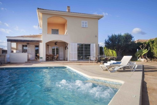 Hochwertig ausgestattete Villa mit Pool und Garage in ruhiger Villenurbanisation von Marratxi