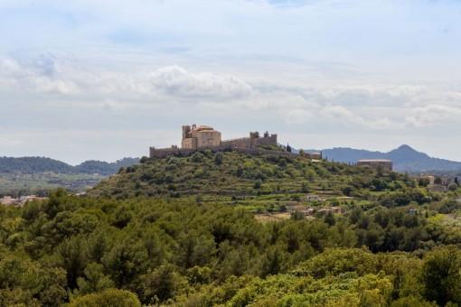 Blick auf die Burg in Artà