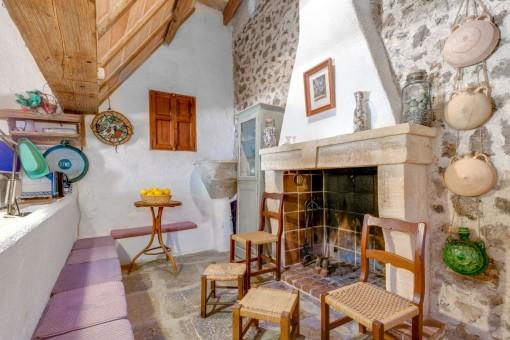Gemütliche Sitzecke mit Kamin