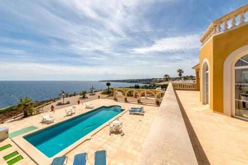 Wundervolle, mediterrane Villa in erster Meereslinie in Cala Pi