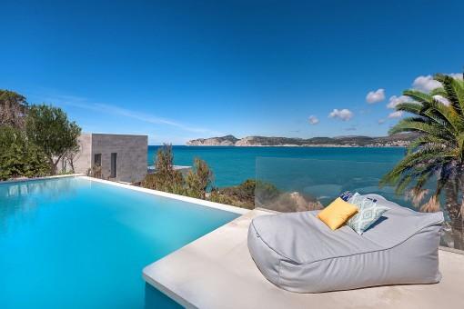 Grandioser Chill-out Bereich neben dem Pool