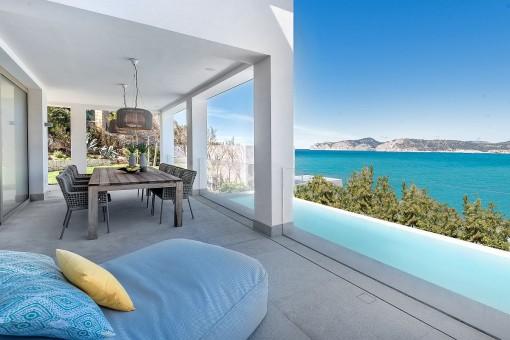 Moderne Villa in erster Meereslinie in Santa Ponsa