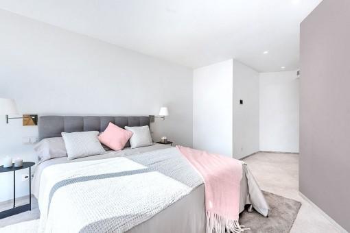 Zarte Pastelltöne dekorieren die Schlafzimmer