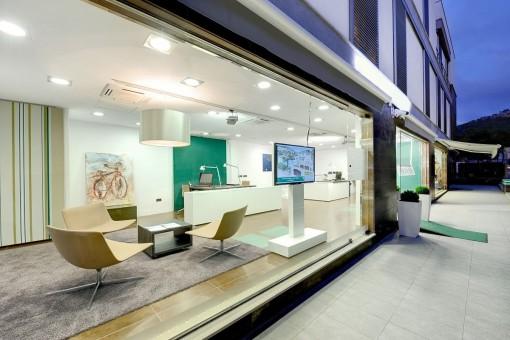 Büro am Ortseingang von Port Andratx
